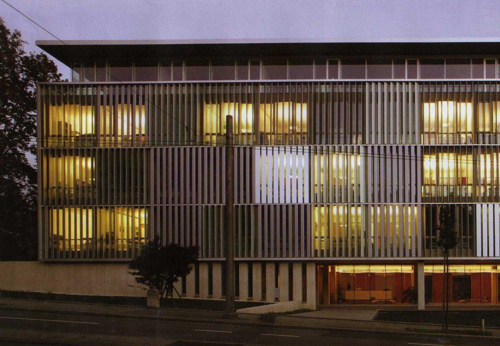 Edificio de oficinas en berna ficha fotos y planos for Parasoles arquitectura