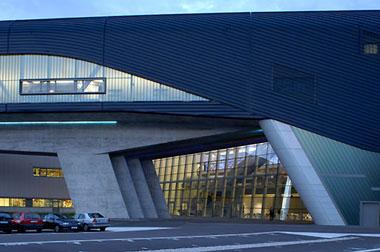 Edificio central de la planta bmw ficha fotos y planos for Cobertizos prefabricados metalicos