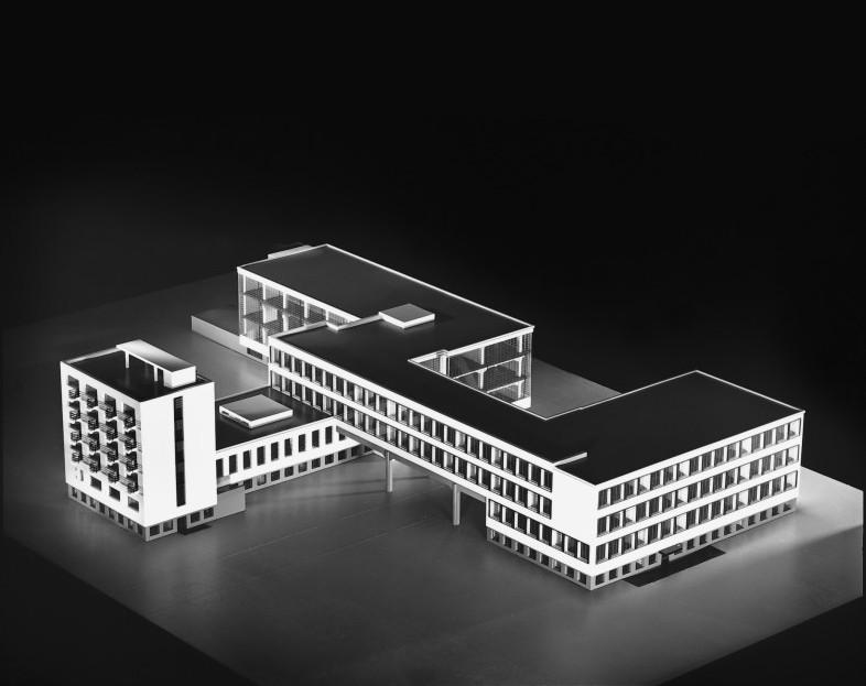 Edificio de la bauhaus en dessau ficha fotos y planos for Bauhaus berlin edificio