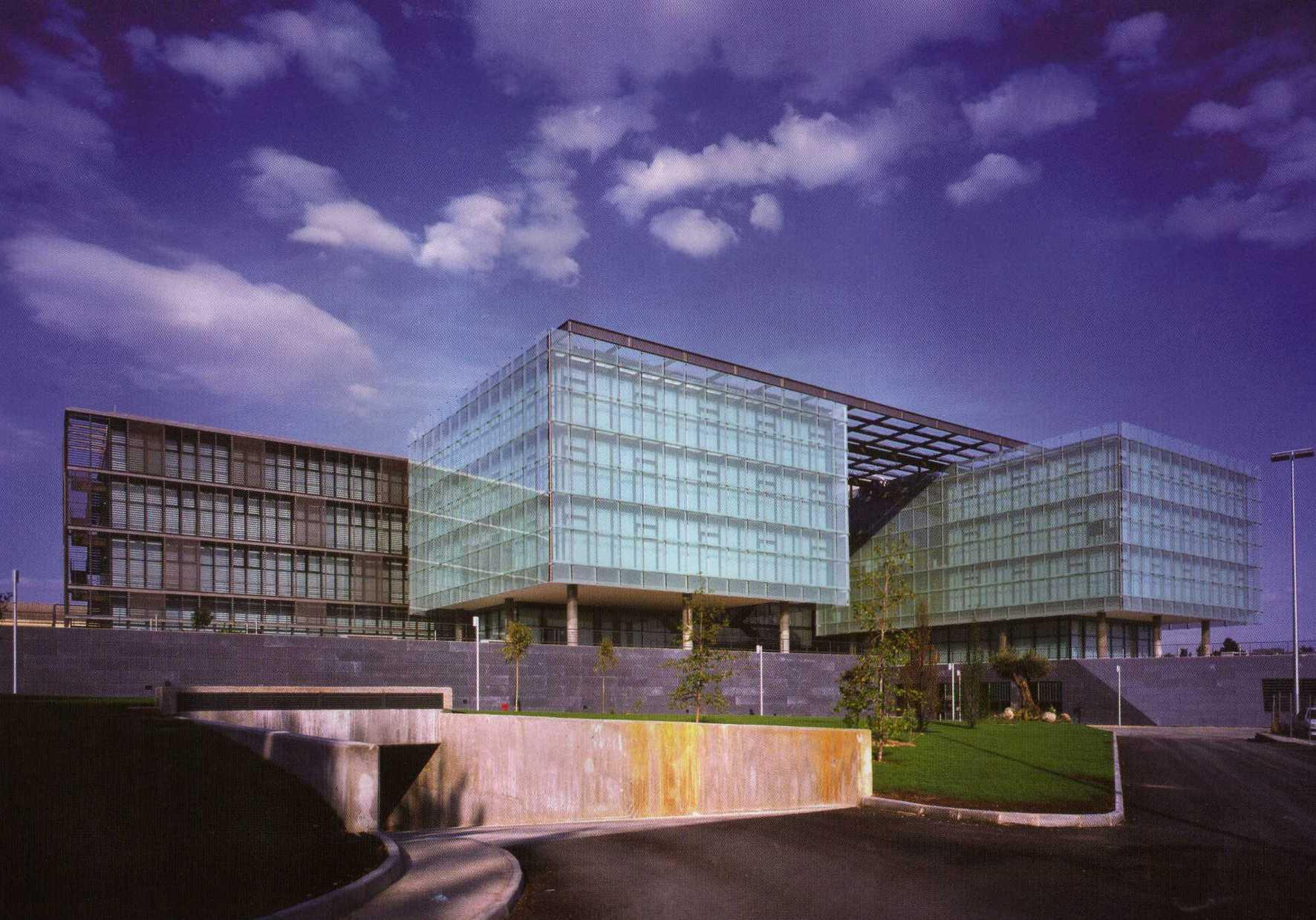 Edificio airbus en getafe ficha fotos y planos for Oficina de empleo getafe