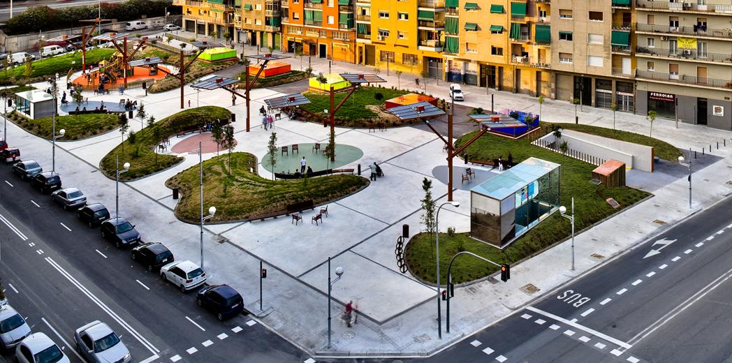Plaza p blica y aparcamiento enginyer deulofeu en for Equipamiento urbano arquitectura pdf