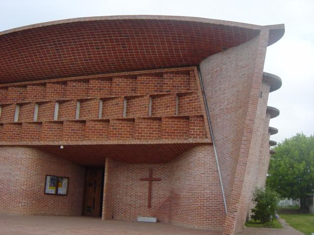Iglesia de atlantida ficha fotos y planos for Materiales para tejados de casas